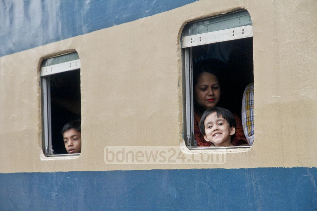 Many are leaving Dhaka to celebrate Eid-ul-Azha with their families. The photo was taken at Dhaka Airport Railway Station on Thursday. Photo: tanvir ahammed
