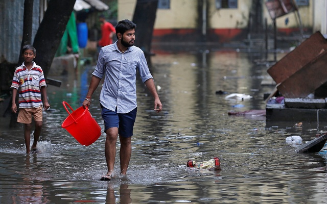 Rains may drown Maximum City, but they have brought Mumbaikars together