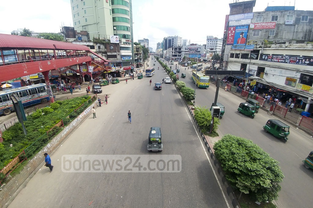 A deserted look of Dhaka city streets on Friday as all offices are closed for Eid-ul-Azha festival and many residents left the capital for their village homes. The photo is taken in Farmgate area. Photo: abdul mannan