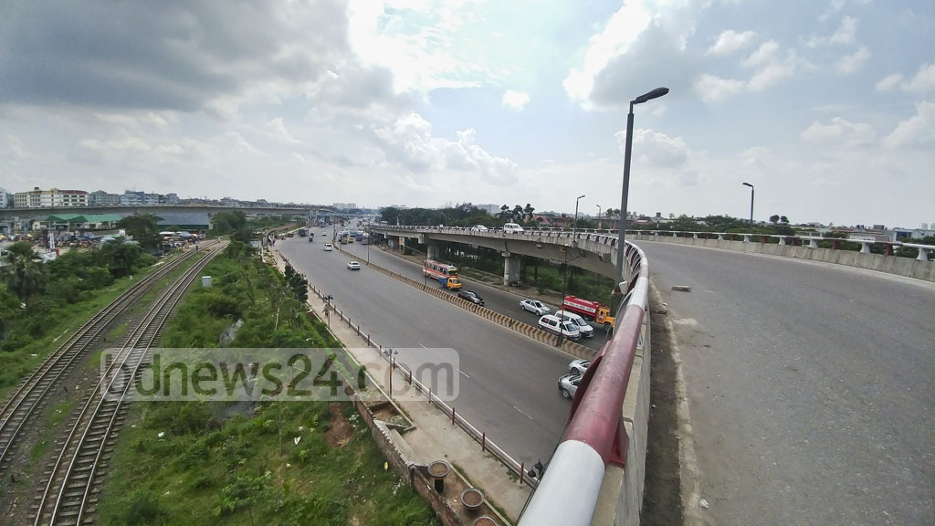 Fewer vehicles hit the streets of Dhaka on Friday, a day before the Eid. The photo of Airport Road is taken on Kuril Flyover. Photo: abdul mannan