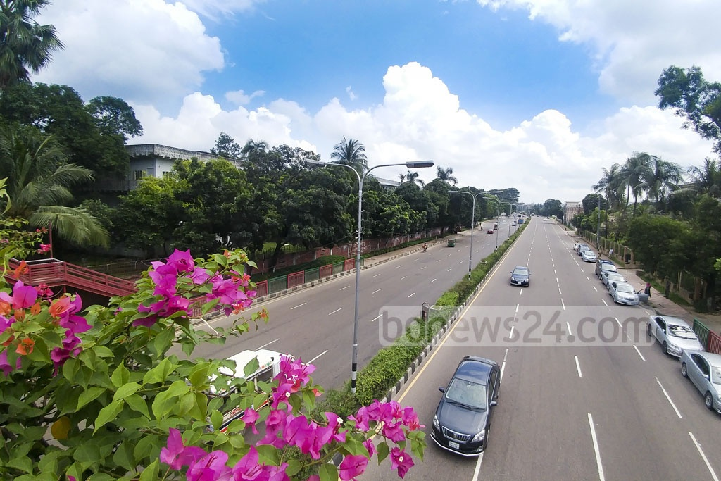 Most of the residents have left Dhaka to celebrate Eid-ul-Azha with families and relatives at their ancestral homes. The photo shows a deserted street in front of the Prime Minister's Office on Friday. Photo: abdul mannan