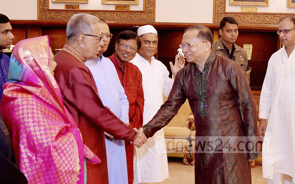 Chief Justice Surendra Kumar Sinha exchanges Eid greetings with President Md Abdul Hamid at the Bangabhaban on Saturday.