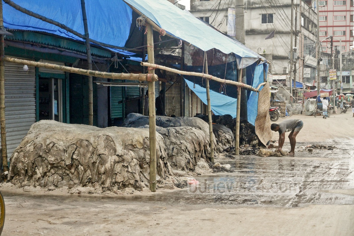 A few traders bought rawhide at Hazaribagh on Sunday, a day after the Eid. Photo: tanvir ahammed