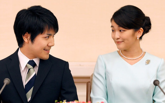 Princess Mako, Komuro express delight as they meet press for first time