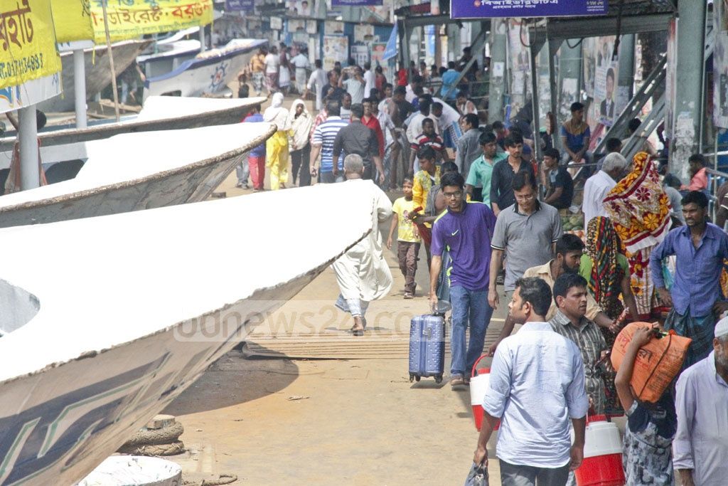 People crowd Sadarghat Launch Terminal on Monday as they return to Dhaka after the Eid-ul-Azha holiday. Photo: tanvir ahammed