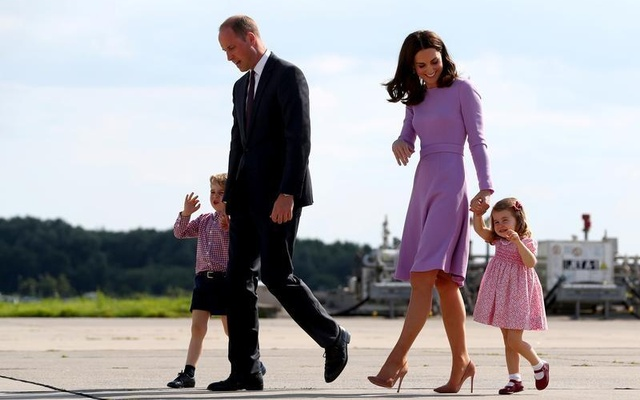 Britain's Prince William, the Duke of Cambridge, his wife Princess Kate, the Duchess of Cambridge, Prince George and Princess Charlotte walk at the airfield in Hamburg Finkenwerder, Germany, July 21, 2017. Reuters