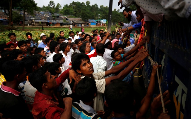 Rohingya refugees gather as they expect relief supplies in Kutupalang near Cox's Bazar