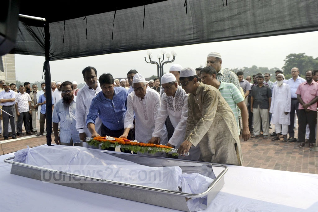 BNP leaders pay last respects to former lawmaker Md Mozammal Haque on Wednesday during the funeral prayer at the National Parliament's South Plaza.