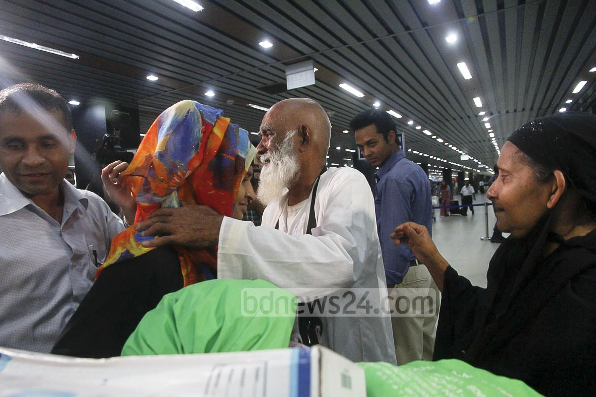 A man who performed hajj in Saudi Arabia embraces his relative after returning to Dhaka's Shahjalal International Airport on Wednesday. Photo: tanvir ahammed