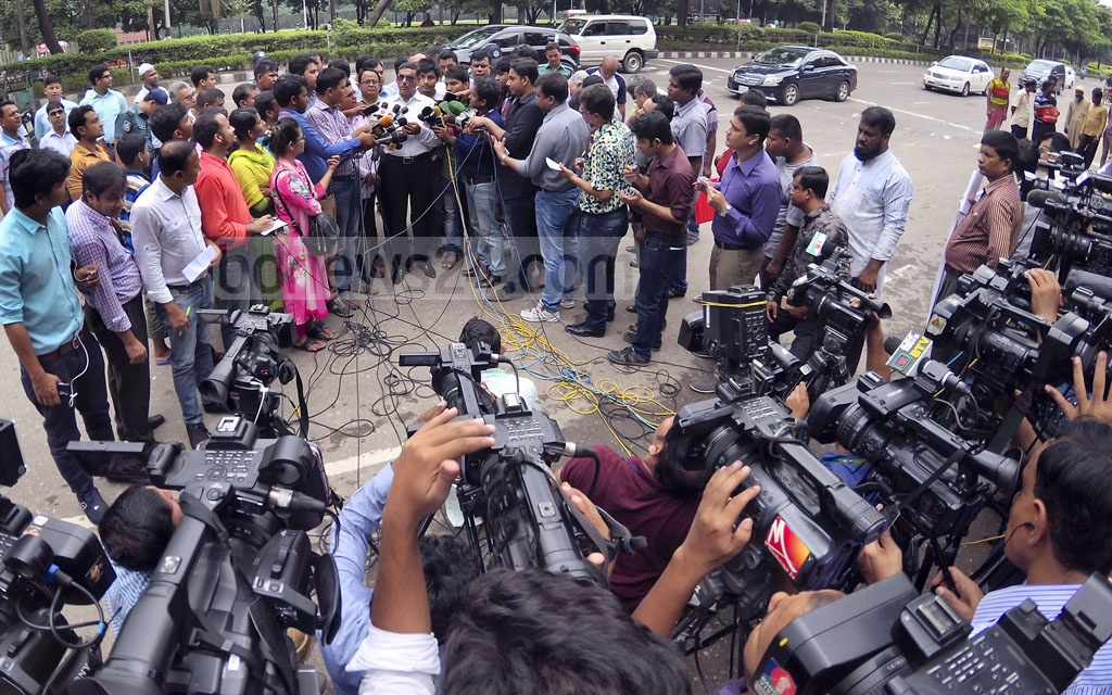 Road Transport Minister Obaidul Quader speaks to the media after inspecting a BRTA mobile court at Dhaka's Manik Miah Avenue on Sunday. Photo: asaduzzaman pramanik