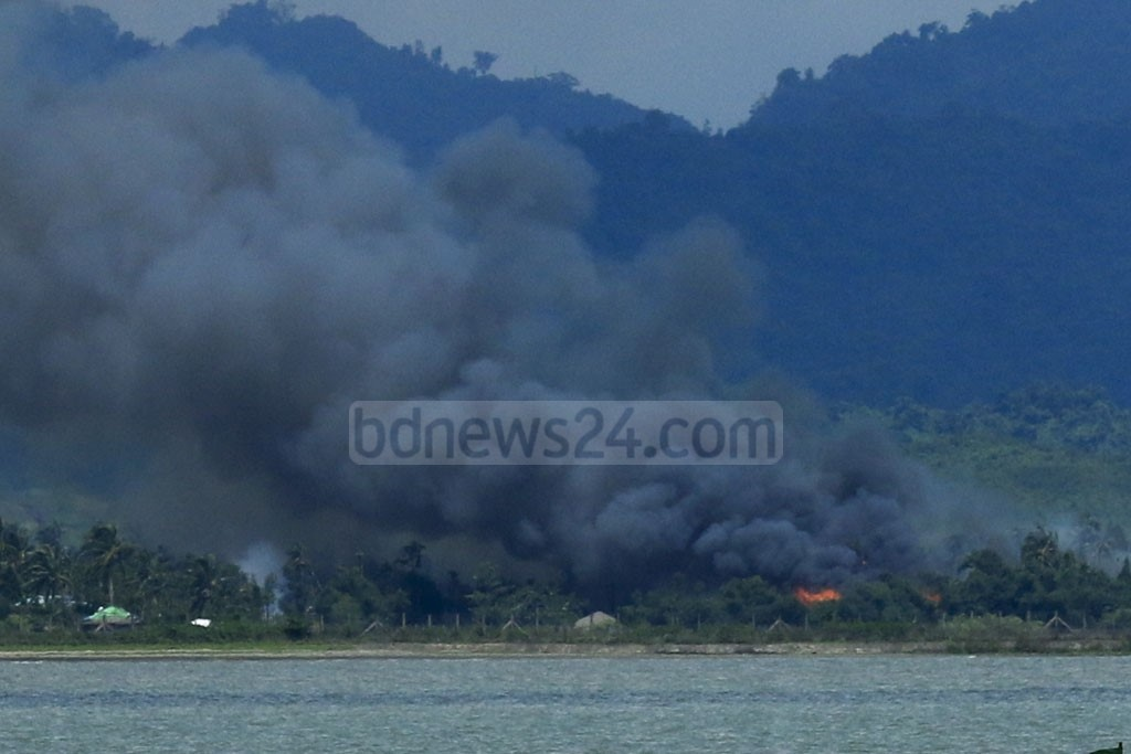 Villages in Maungdaw area in Rakhine State are set on fire allegedly by the Myanmar Army and other forces. The photo is taken from Shah Parir Dwip in Teknaf. Photo: mostafigur rahman
