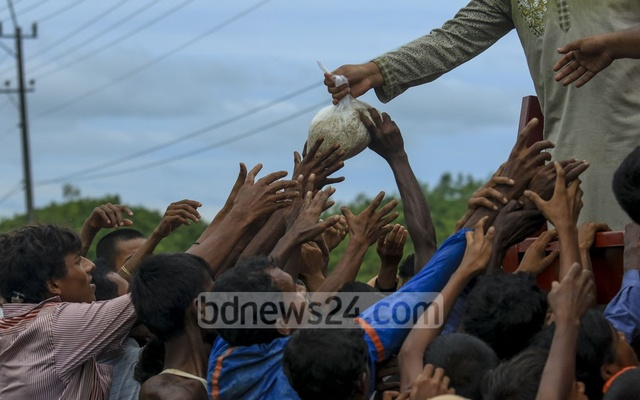 UN airlifts aid to Rohingya as refugee arrivals reach 370000