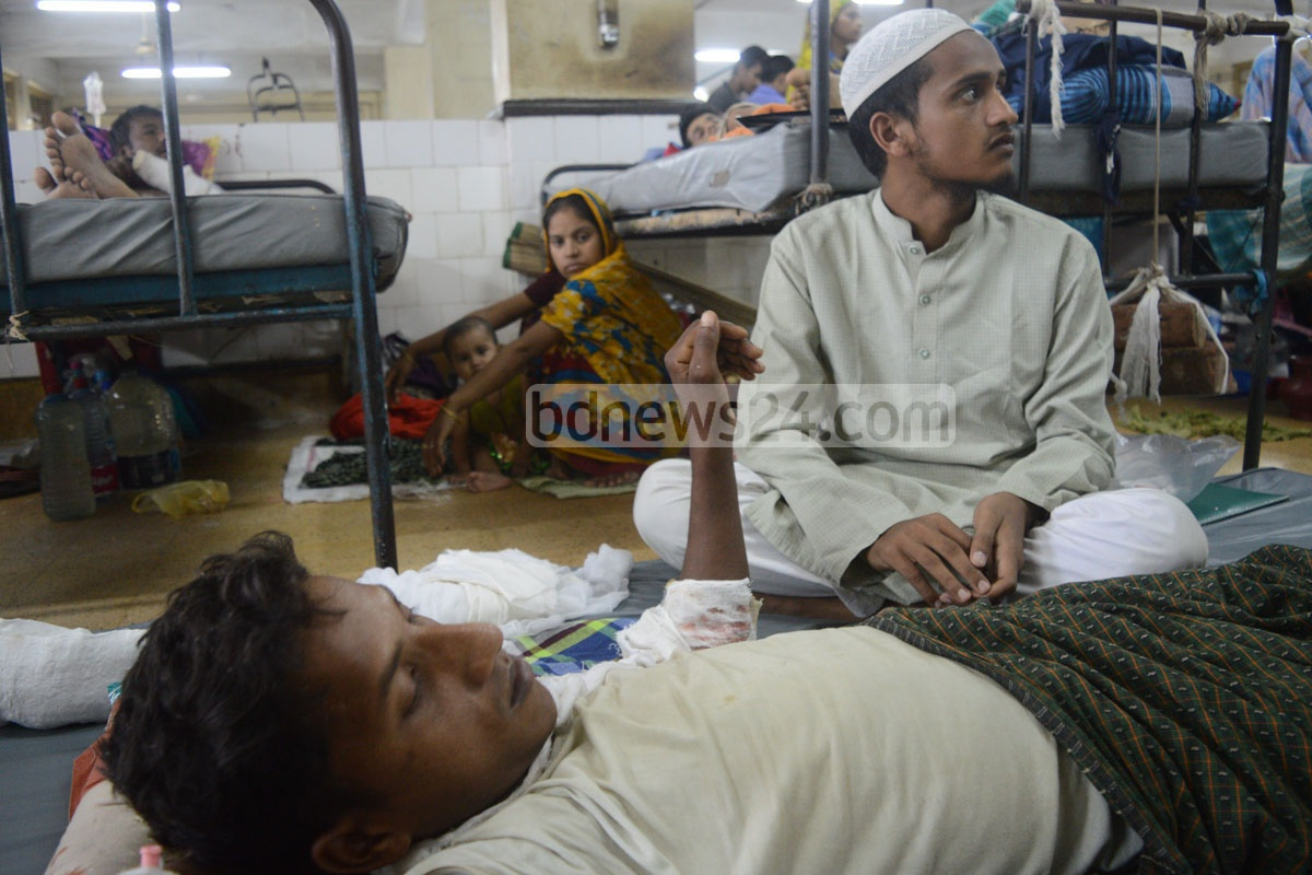 Zafar Alam, a Rohingya Muslim from Myanmar, is receiving treatment on Monday at Chittagong Medical College Hospital for gunshot injuries he had sustained during an army operation on the ethnic minority group at Tultuli in Maungdaw of Myanmar's Rakhine. He said he lost 10 members of his family in army firing. Photo: suman babu