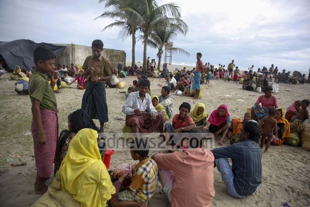 Authorities gather Rohingyas from Myanmar's Rakhine State at Dakkhin Parha of Shah Porir Dwip on Tuesday for transfer them to refugee camps in Bangladesh. Photo: mostafigur rahman