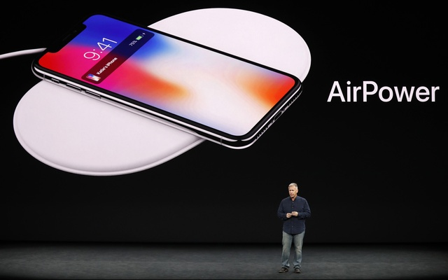 Apple Senior Vice President of Worldwide Marketing, Phil Schiller, shows the AirPower wireless charging mat during a launch event in Cupertino, California on Tuesday.Photo: Reuters.