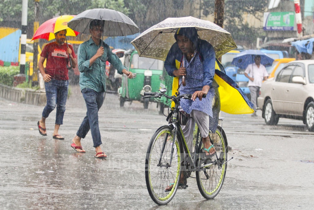 Public sufferings after rains in Dhaka on Wednesday by the end of Bhadra, the first month after the rainy season. The photo is taken in Tejgaon. Photo: asif mahmud ove