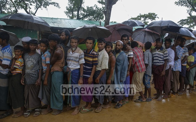 Rohingyas form long lines to wait for biometric registration at the Kutupalong refugee camp. Photo: mostafigur rahman