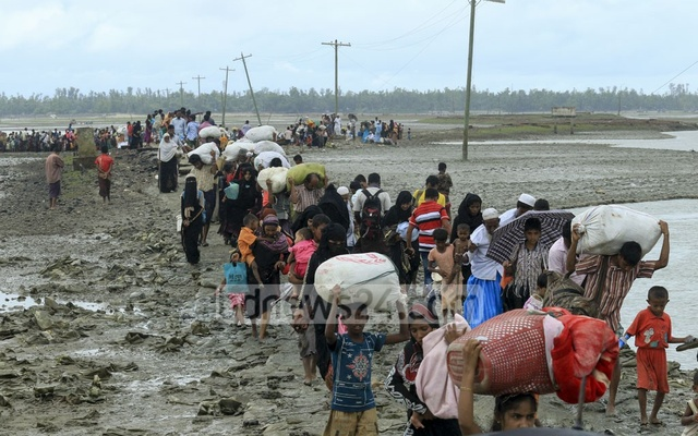 Rohingya refugees rush from Teknaf's Hariakhali toward the refugee camps. Photo: mostafigur rahman