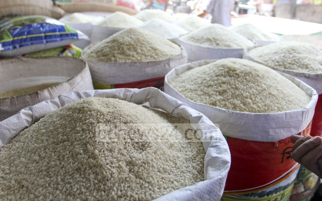 Rice prices drop in Dhaka as government wrestles for control of grain markets
