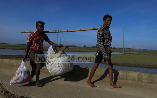 Siblings Ayaz and Abdullah, from Myanmar's Maungdaw, walked for nine days carrying their elderly mother to cross the border into Bangladesh fleeing violence. Photo: mostafigur rahman