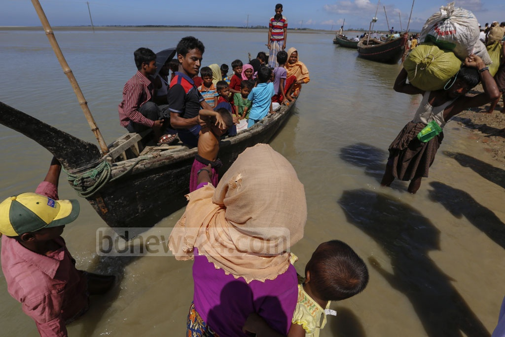 Rohingyas get on boats at Shah Porir Dwip to go to the mainland, in Cox's Bazar's Teknaf. Photo taken on Saturday. Photo: mostafigur rahman