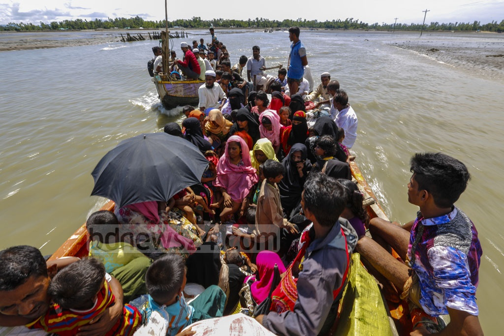 Rohingyas head for the mainland in Cox's Bazar's Teknaf on boats from Shah Porir Dwip. Photo taken on Saturday. Photo: mostafigur rahman