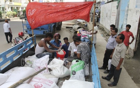 The government has doubled the price of rice at trucks of its Open Market Sale or OMS programme to Tk 30 per kilogram to adjust the market price. Photo taken on Monday from Dhaka's Shyamoli. Photo: asif mahmud ove
