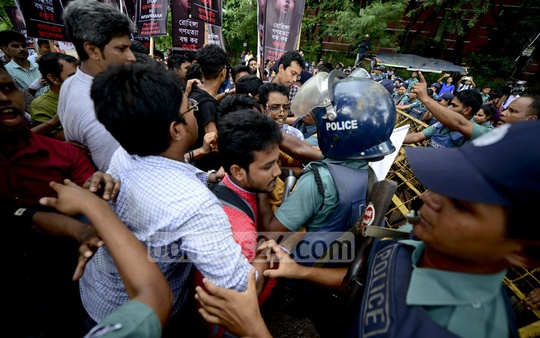 Ganasanghati Andolan activists demanding more pressure on Myanmar for its treatment of Rohingyas clash with police outside the UN offices in Dhaka's Agargaon on Tuesday.