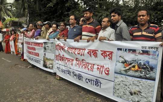 Awami League-affiliated artists demonstrate in front of the National Press Club on Wednesday to demand an end to violence against Rohingyas and the repatriation of Rohingya refugees.