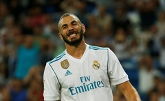 Spanish La Liga Santander - Real Madrid vs Valencia - Madrid, Spain - August 27, 2017 Real Madrid's Karim Benzema reacts after missing a chance to score. Reuters