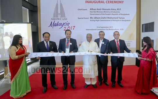 Industries Minister Amir Hossain Amu cuts a ribbon to inaugurate the exhibition 'Showcase Malaysia-2017' at Dhaka's International Convention City Bashundhara on Thursday. Photo: asaduzzaman pramanik