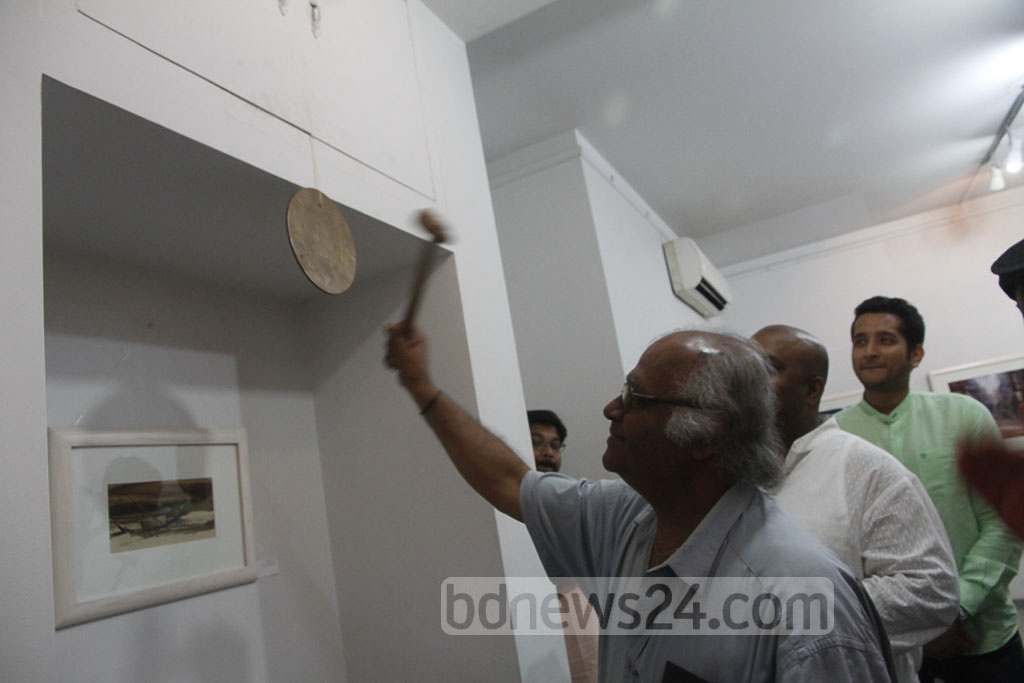 Architect and art critic Rabiul Hussain rings a bell at Galleri Kaya in the capital's Uttara on Friday, to inaugurate a solo watercolour exhibition of Shahanoor Mamun. Photo: tanvir ahammed