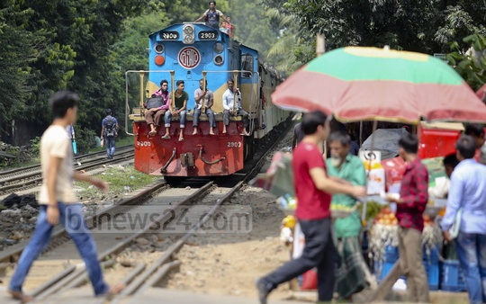 Nonchalant pedestrians crossing railway tracks when a speedy train arrived at Mohakhali level crossing Saturday afternoon. Photo: asaduzzaman pramanik