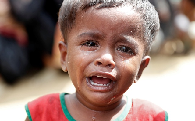 A Rohingya refugee child cries as others queue to receive aid in Cox's Bazar, Bangladesh, Sept 22, 2017. Reuters