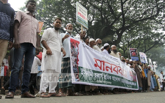 A demonstration in front of the National Press Club on Sunday protests violence against Rohingyas. Photo: asif mahmud ove