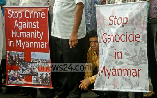 A demonstration on the Dhaka University campus demands an end to violence against Rohingyas in Myanmar. A mil and a safe return to their country on Tuesday. Photo: tanvir ahammed