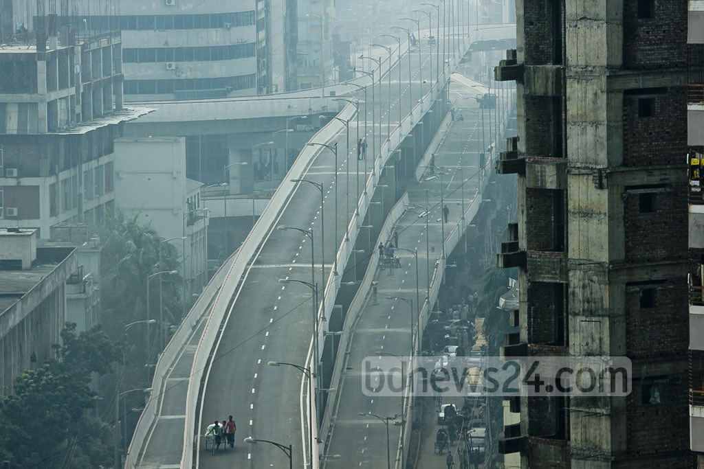 A top view of the Moghbazar-Mouchak flyover shows a section of the road linking Razarbagh to Mouchak. Photo: abdul mannan