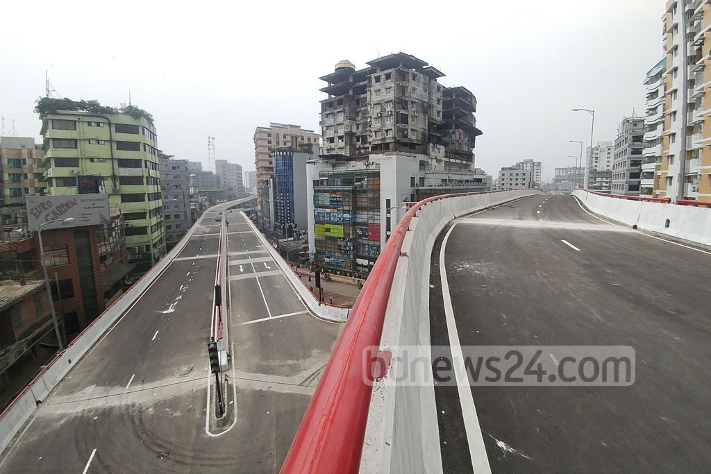 A section of the Moghbazar-Mouchak flyover. Photo taken at Dhaka's Mouchak intersection. Photo: abdul mannan