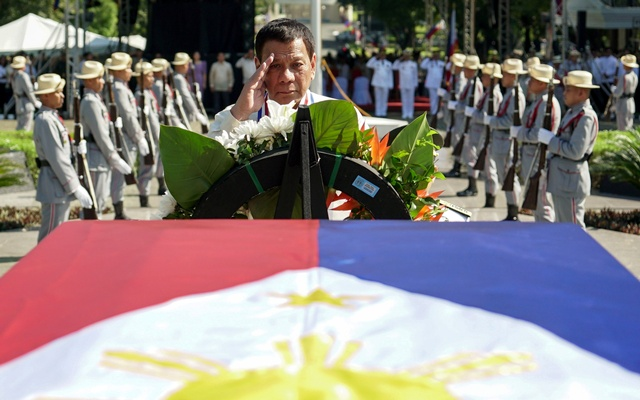 Philippine President Rodrigo Duterte salutes after laying the wreath on the Tomb of the Unknown Soldier during the National Heroes Day Commemoration at the Libingan ng mga Bayani in Fort Bonifacio, Taguig City, metro Manila, Philippines Aug 28, 2017. Malacanang Presidential Palace Handout via Reuters