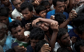 Rohingya refugees scuffle as they wait to receive aid in Cox's Bazar on Sunday. Photo: Reuters