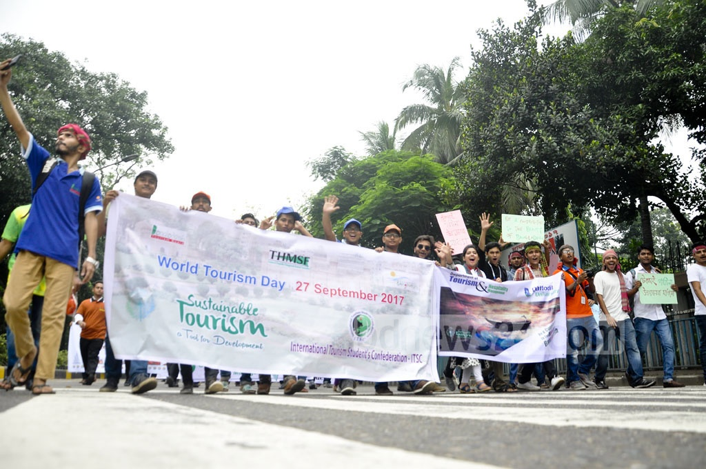 A procession in honour of World Tourism Day walks from Dhaka's Matsya Bhaban to the Dhaka University campus on Wednesday.