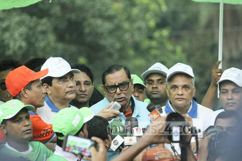 Tourism Minister Rashed Khan Menon gives a speech on the Dhaka University campus on Wednesday following a World Tourism Day procession.