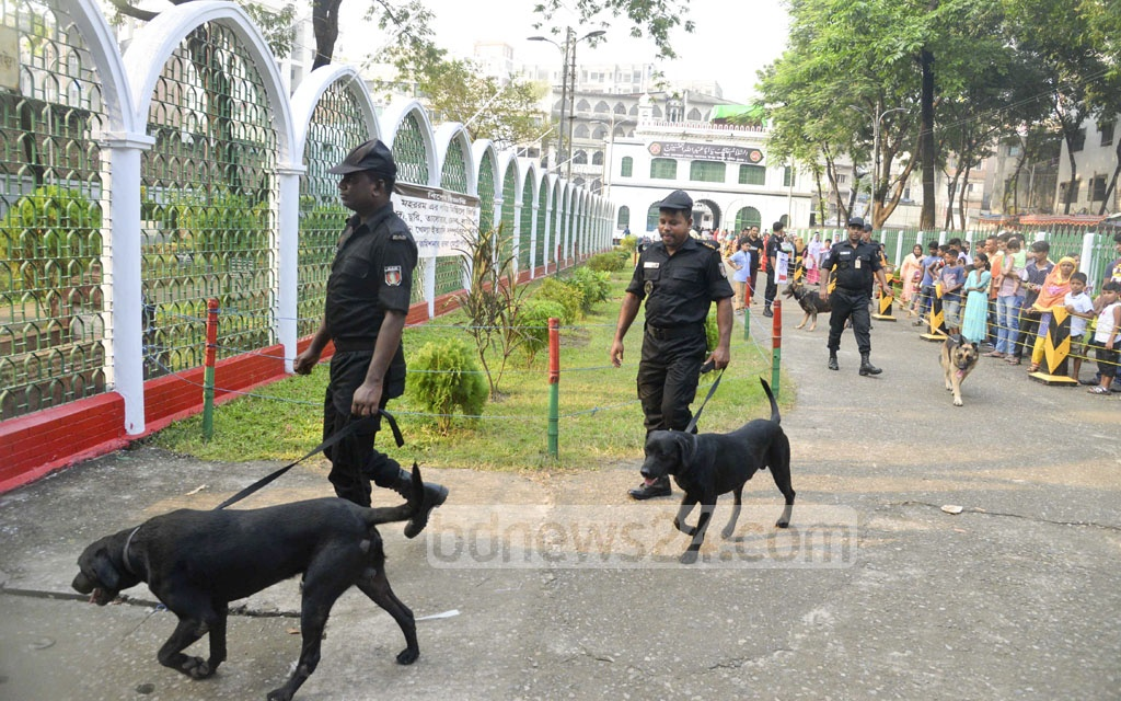 RAB uses its dog squad to beef up security in Hosni Dalan area in old part of Dhaka on Wednesday ahead of Ashura. The authorities take tight security measures since the bomb attack in 2015.