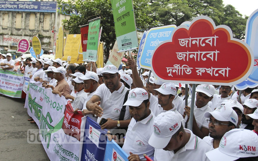 Various organisations join the Information Commission's parade marking the International Day for the Universal Access to Information in Dhaka on Thursday. Photo: asif mahmud ove
