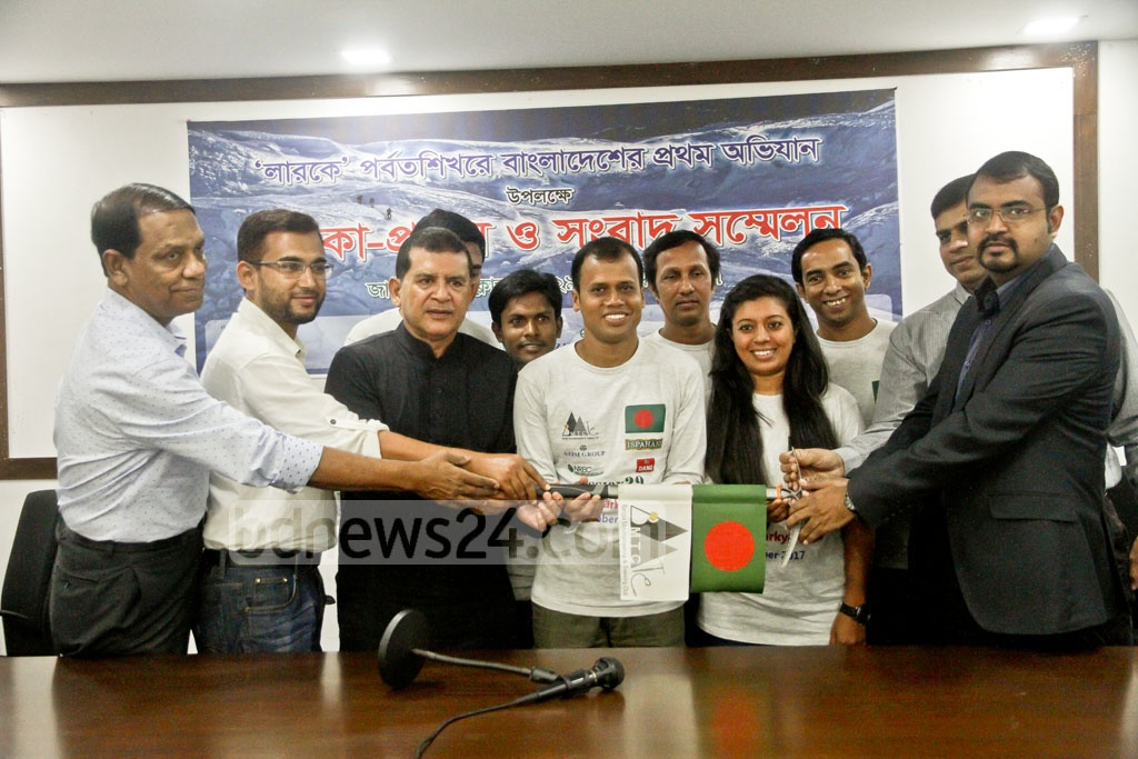 MA Muhith, the Bangladeshi mountaineer who scaled Mt Everest, is handed the national flag for his 6-member team's maiden expedition to Larke Pass in the Himalayas.