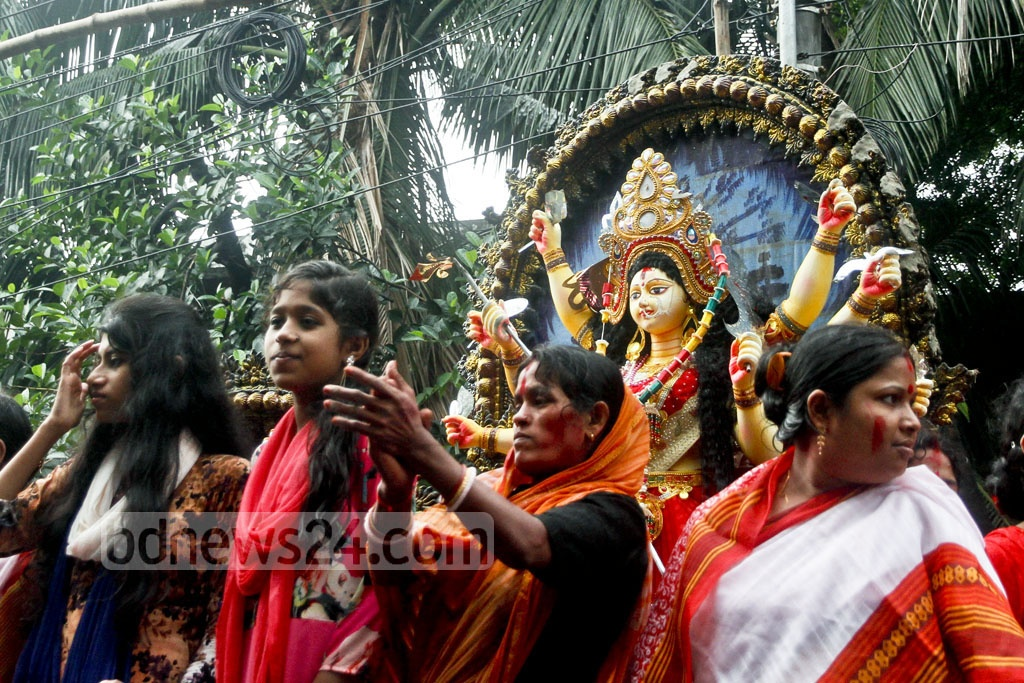 Hindu devotees carry an idol of g​oddess Durga to Wise Ghat in Dhaka for Bisarjan or immersion in the river Burhiganga. The photo is taken ​from​ Palashi area on Saturday. Photo: tanvir ahammed
