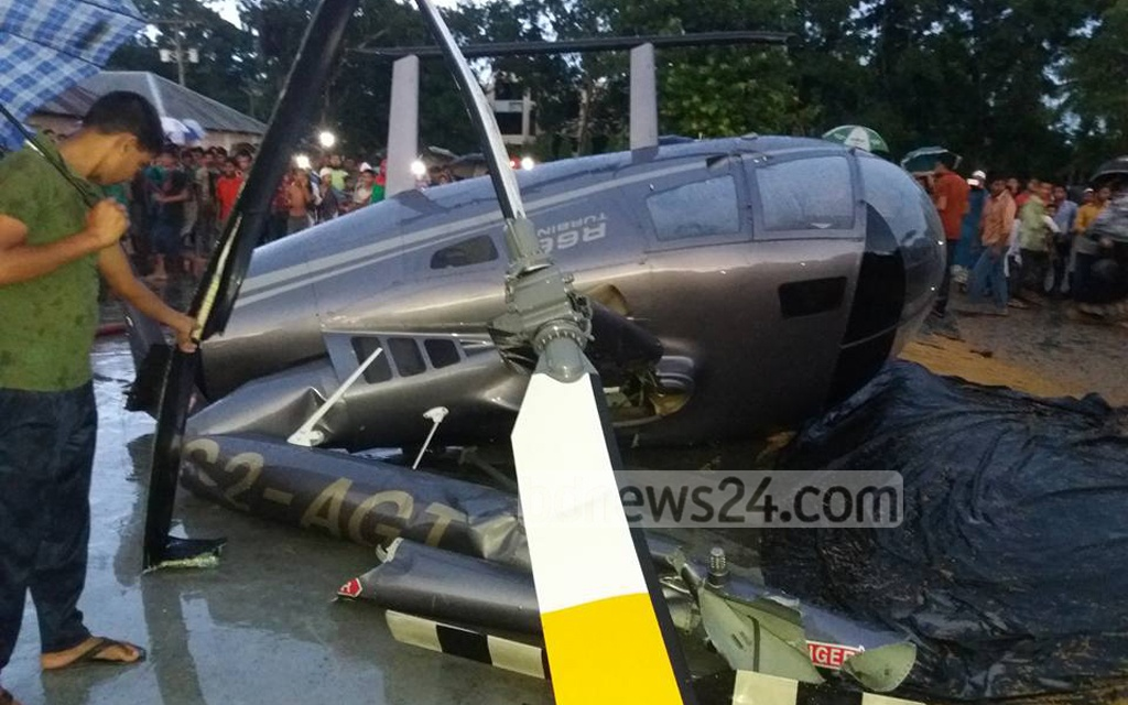 A Square Aviation helicopter crash-lands in Pabna's Chatmohar on Sunday afternoon. All four on board are safe, police say.