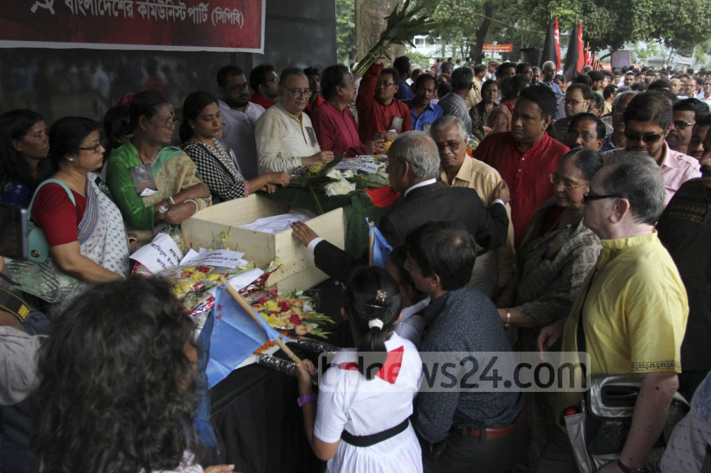 Several cultural organisations and political parties paid their last respects to Comrade Jasim Mandal on Tuesday. The veteran leader of the Communist Party of Bangladesh passed away at 95 at a Dhaka hospital on Monday. Photo: asif mahmud ove