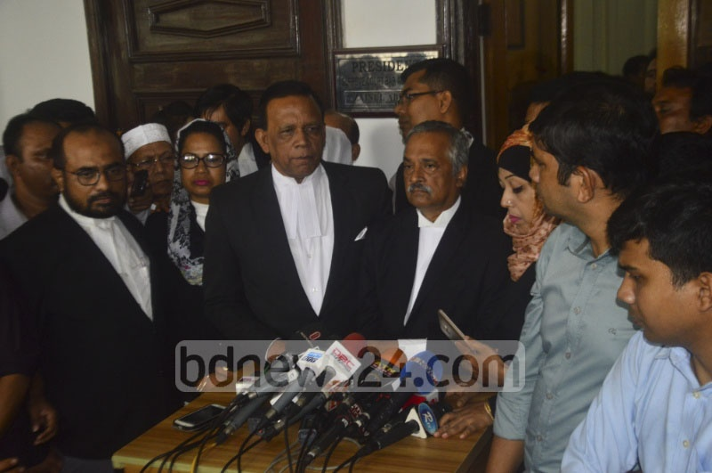 Supreme Court Bar Association President Zainul Abedin briefing the media after a meeting of its executive body on Tuesday after Chief Justice SK Sinha went on a 30-day leave amid sharp reactions from ruling party stalwarts over the 16th amendment verdict.