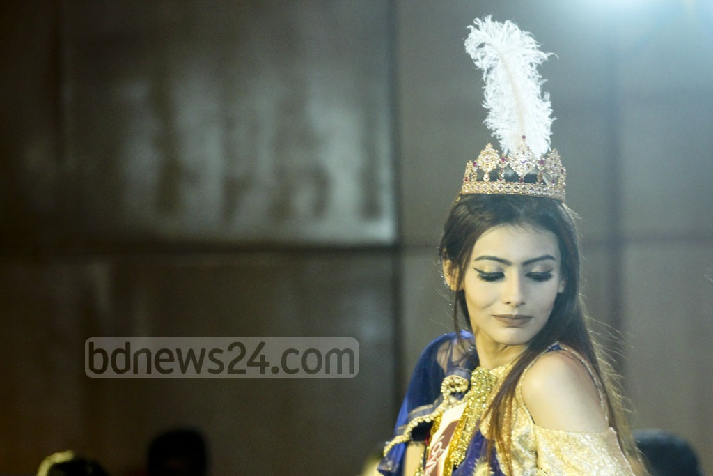 Jessia Islam wears the crown of Miss World Bangladesh during a ceremony at Dhaka's Hotel Westin on Wednesday, after days of controversy surrounding the competition's selection process and the title's former winner Jannatul Nayeem Avril. Photo: abdul mannan